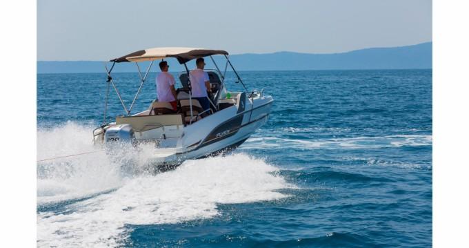 Motorboot mit oder ohne Skipper Bénéteau mieten in Makarska