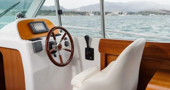 Motorboot mit oder ohne Skipper Jeanneau mieten in Split