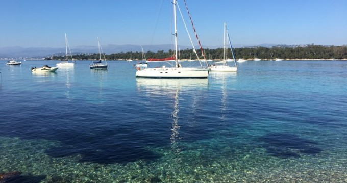 Dufour Gib Sea 51 zwischen Privatpersonen und professionellem Anbieter Golfe-Juan
