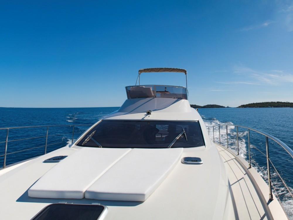 Motorboot mit oder ohne Skipper Cyrus mieten in ACI Marina Rovinj