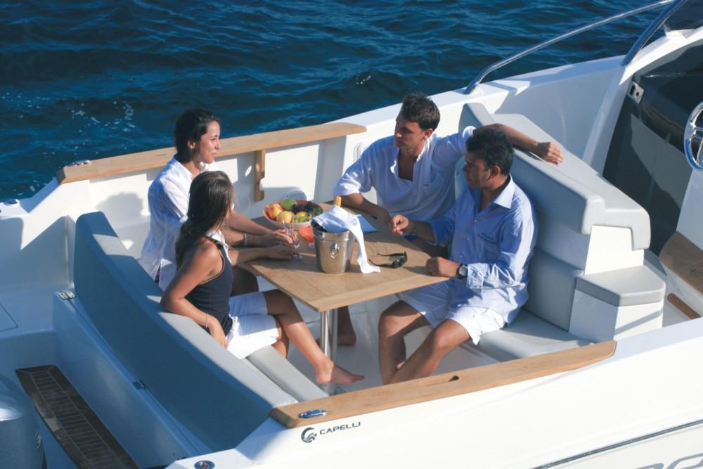 Capelli Cap 32 WA zwischen Privatpersonen und professionellem Anbieter Ibiza-Stadt