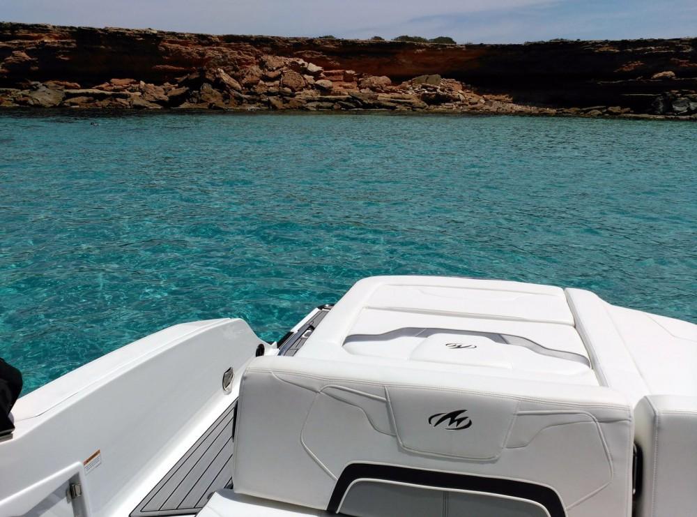 Ein Monterey 298 SS mieten in Marina Ibiza