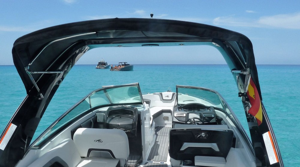 Monterey 298 SS zwischen Privatpersonen und professionellem Anbieter Marina Ibiza