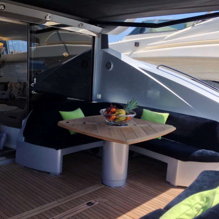 Sunseeker Predator 82 zwischen Privatpersonen und professionellem Anbieter Ibiza-Stadt