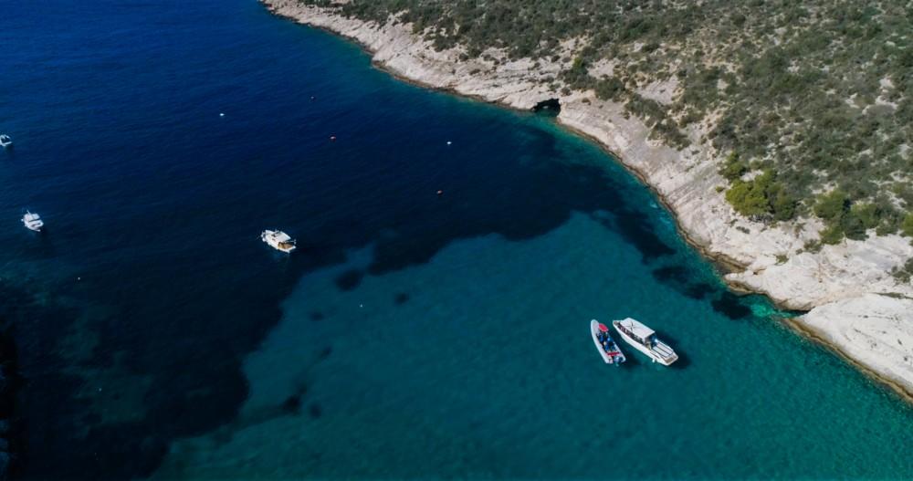 Ein Mercan Parasailing 34 mieten in Split