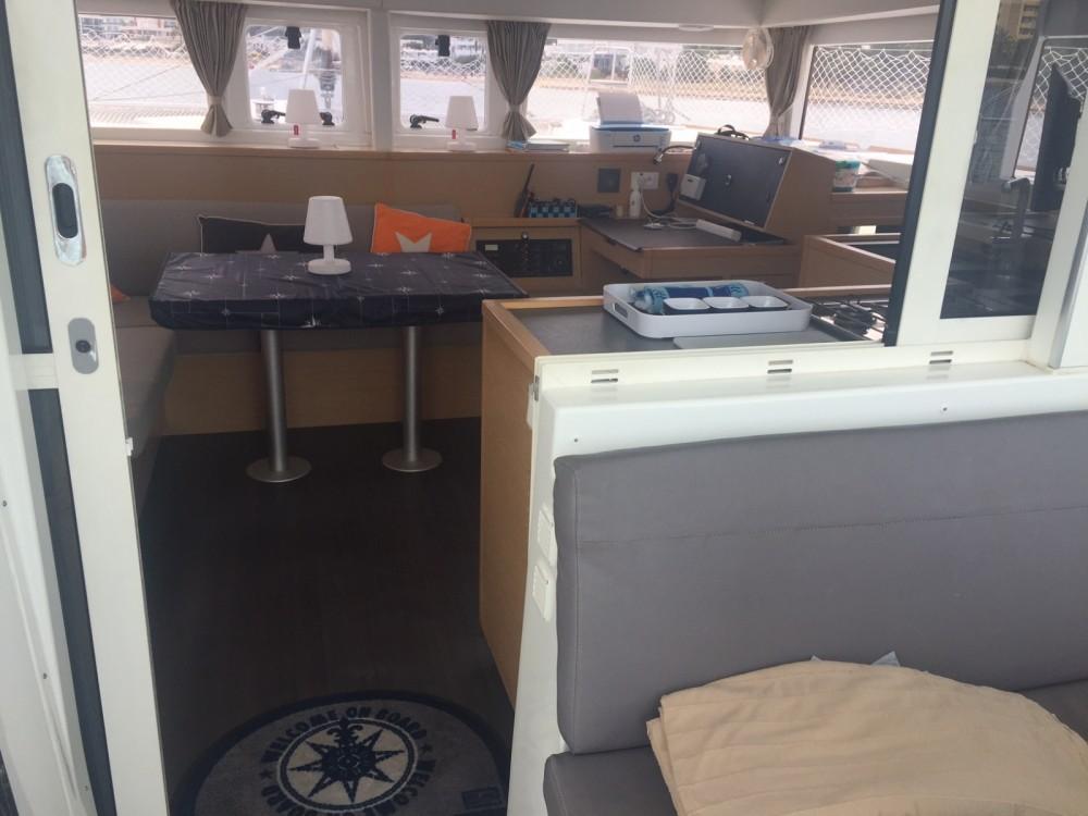Bootsverleih Barcelona günstig Lagoon 400 S2