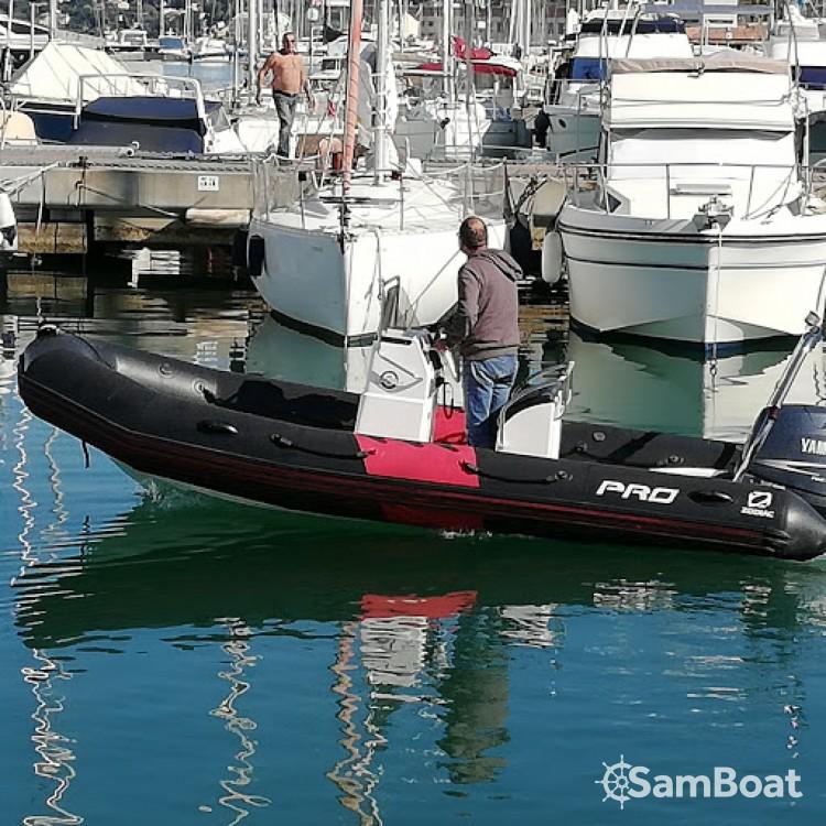 Bootsverleih Zodiac Pro 12 Man Cogolin Samboat