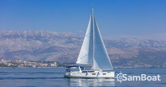 Bénéteau Oceanis 38.1 zwischen Privatpersonen und professionellem Anbieter Split