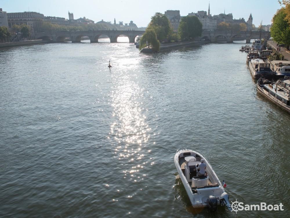 Motorboot mit oder ohne Skipper Pacific Craft mieten in Paris
