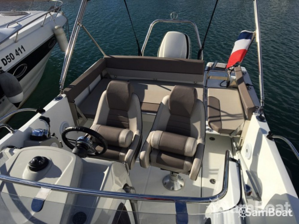 Motorboot mit oder ohne Skipper Jeanneau mieten in Six-Fours les Plages