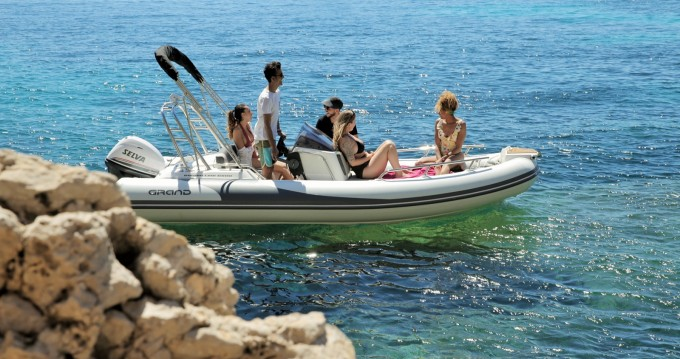 Yacht-Charter in Badia de Santa Ponça - Grand Boats Golden Line G500LF auf SamBoat