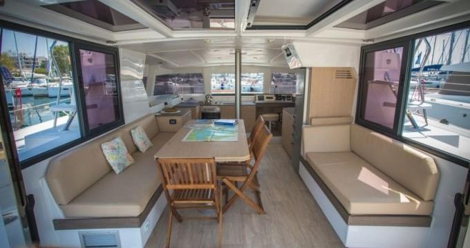 Bali Catamarans Bali 4.0 zwischen Privatpersonen und professionellem Anbieter Barcelona
