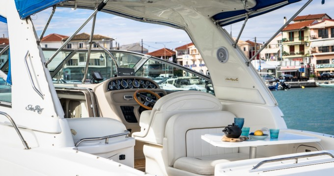 Motorboot mit oder ohne Skipper Sea Ray mieten in Nikiána