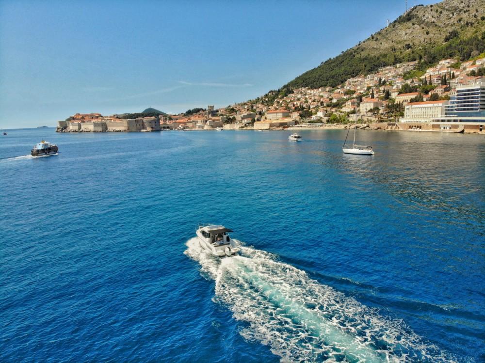 Jeanneau Merry Fisher 795 zwischen Privatpersonen und professionellem Anbieter Dubrovnik