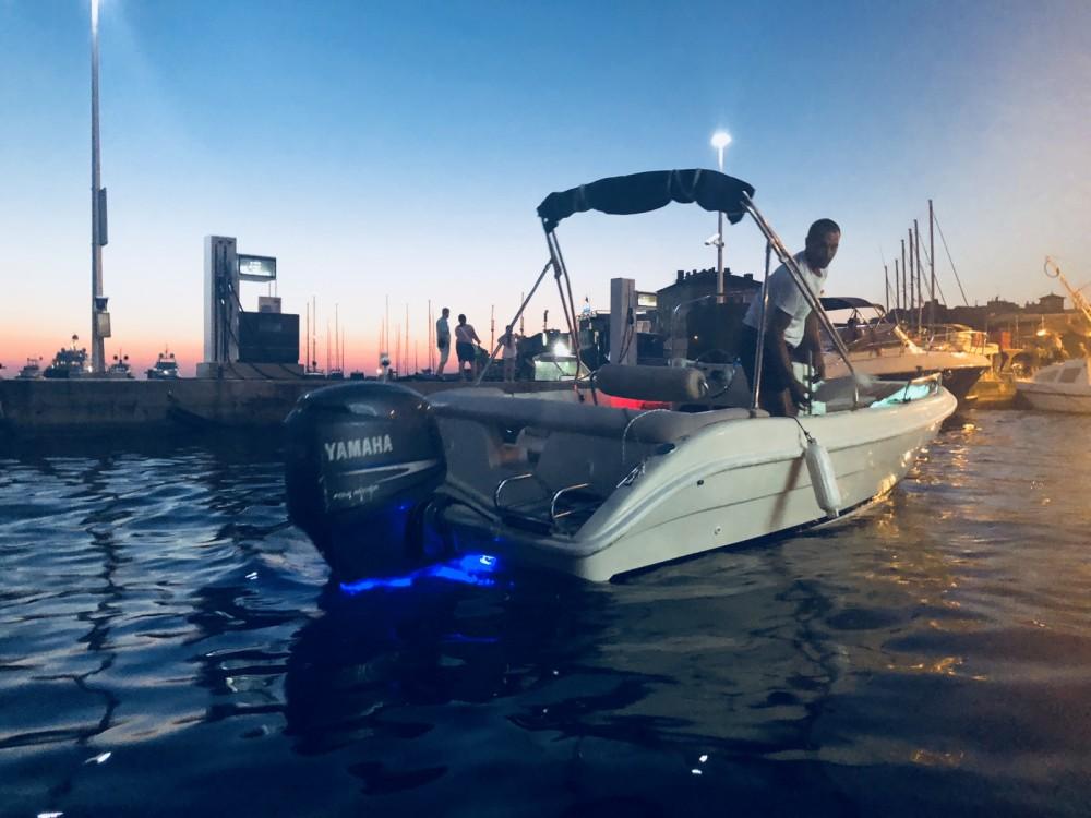 Vermietung Motorboot Coverline mit Führerschein