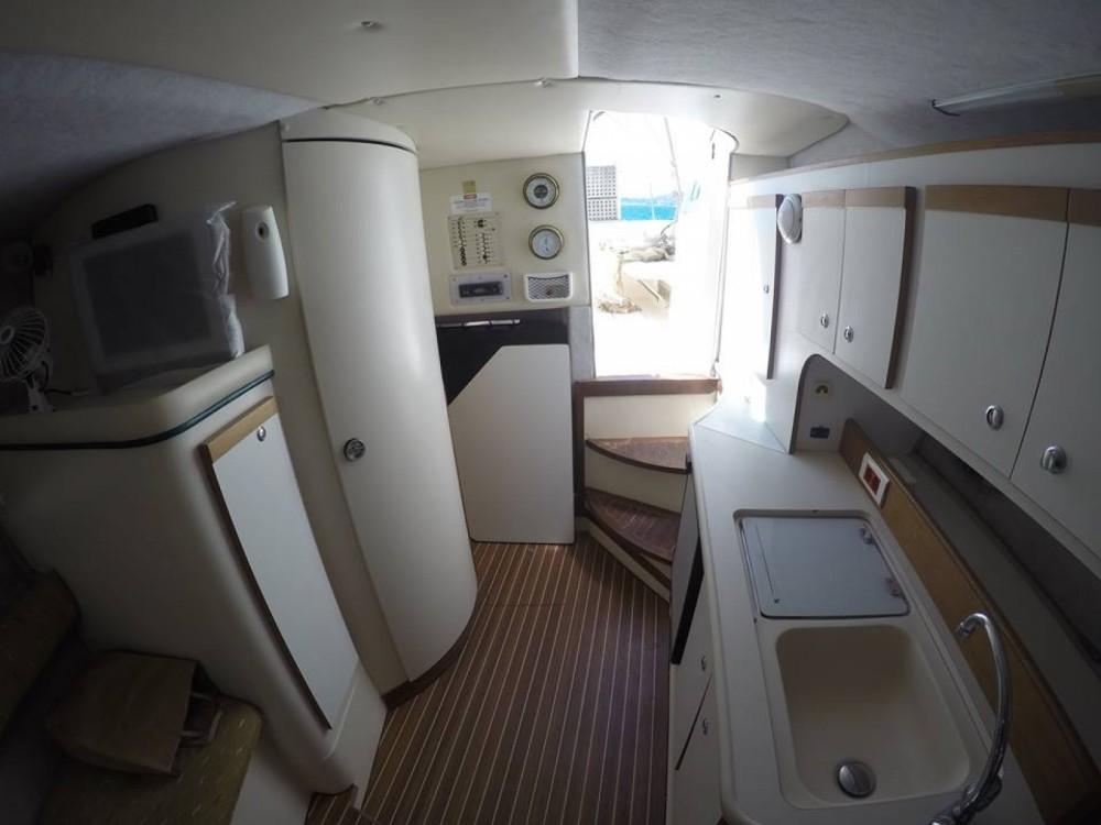 Cruisers Rogue 2670 zwischen Privatpersonen und professionellem Anbieter Nafpaktos