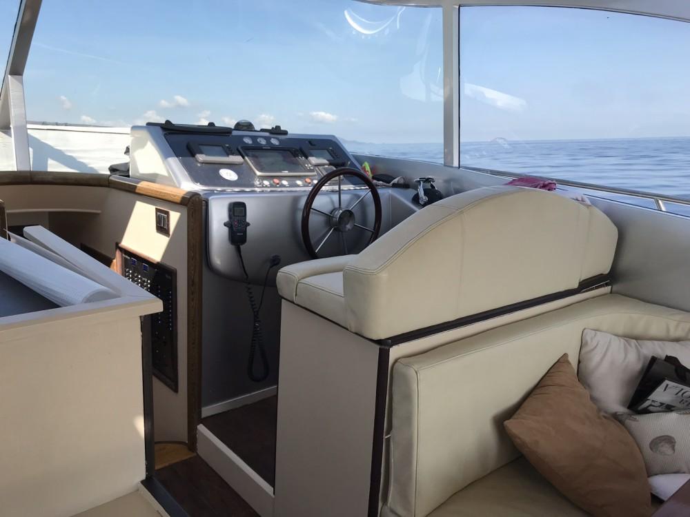 Motorboot mit oder ohne Skipper Pietra-Marina-46 mieten in Castiglione della Pescaia