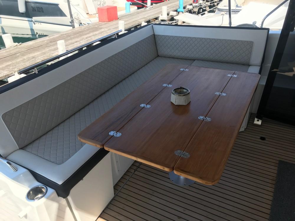 Yacht-Charter in  - Jeanneau NC 37 auf SamBoat
