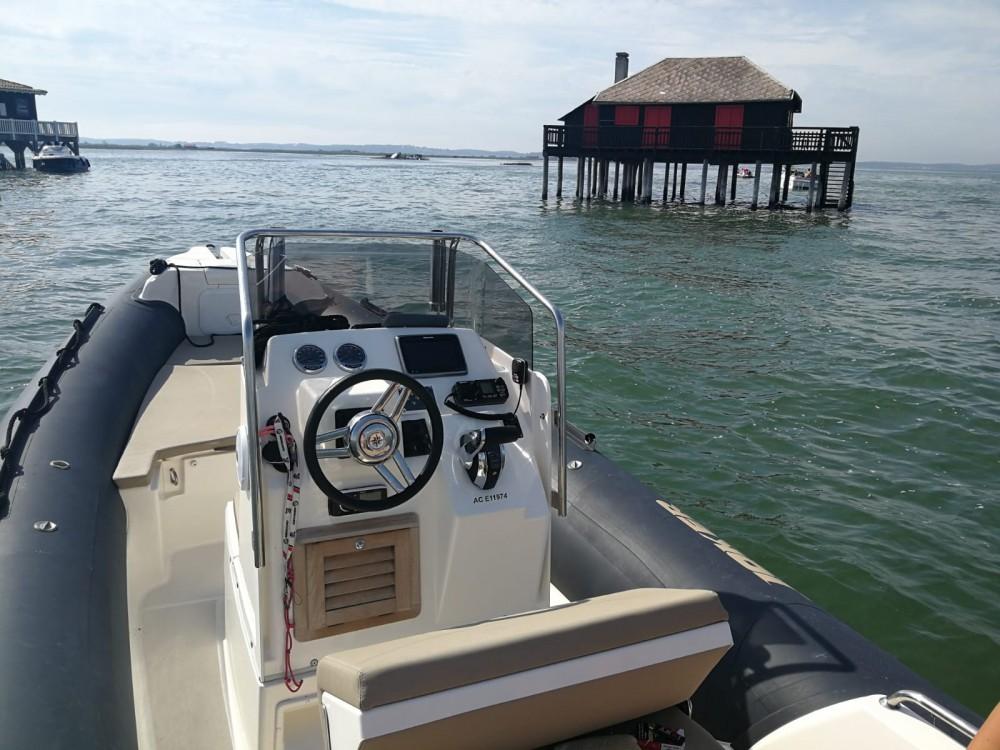 Joker Boat Clubman 22 zwischen Privatpersonen und professionellem Anbieter Lège-Cap-Ferret