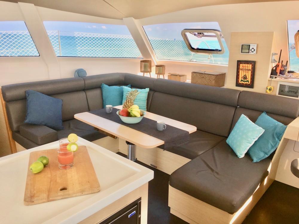 Aventura Aventura 43 zwischen Privatpersonen und professionellem Anbieter Le Marin