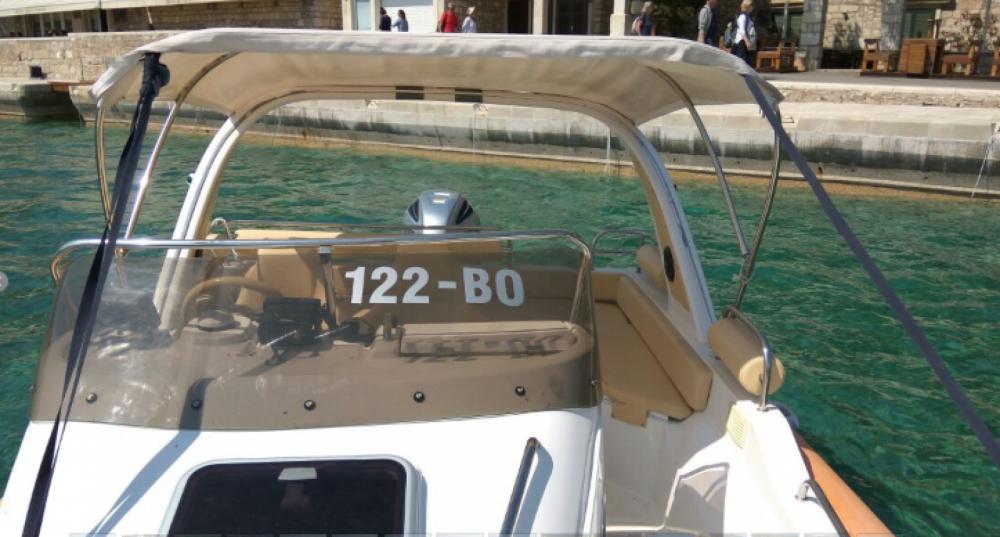 Schlauchboot mieten in Bol zum besten Preis