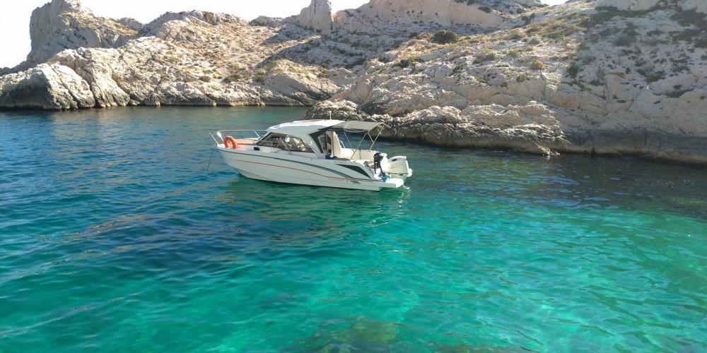 Bénéteau Antares 8 OB zwischen Privatpersonen und professionellem Anbieter Marseille
