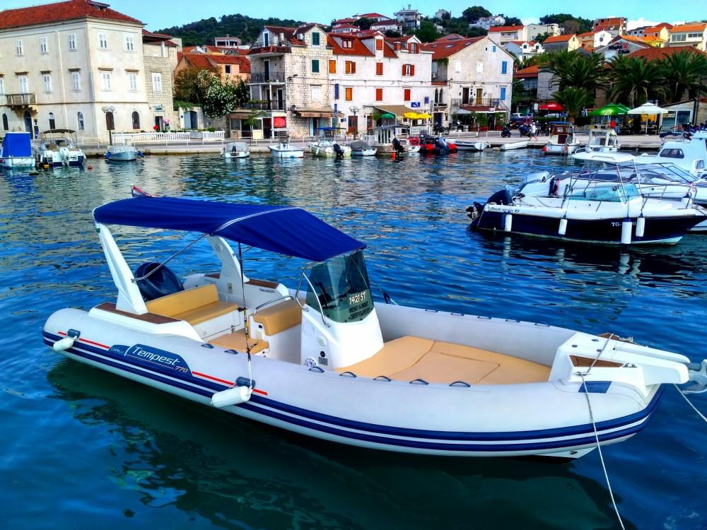 Schlauchboot mit oder ohne Skipper Capelli mieten in Trau