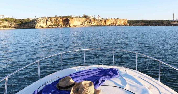 Monterey 250 zwischen Privatpersonen und professionellem Anbieter Setúbal