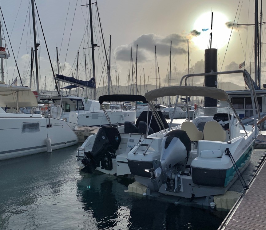 Motorboot mit oder ohne Skipper beneteau&source mieten in Le Marin