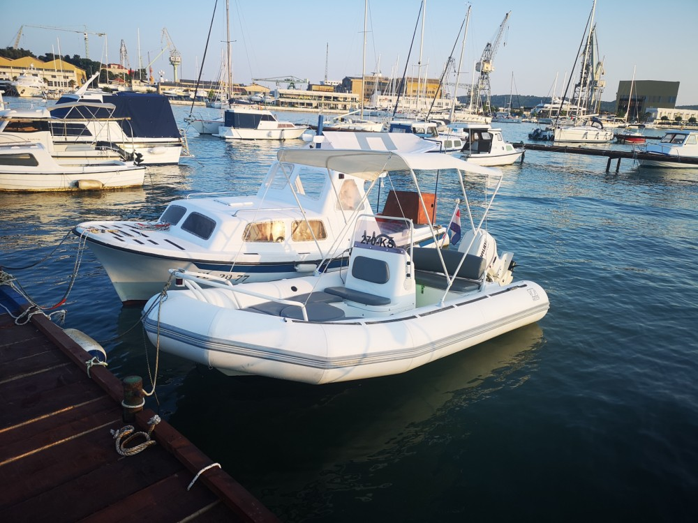 Bootsverleih Zodiac Yachtline 480 Deluxe Rib Trau Samboat