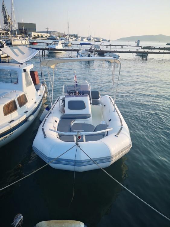 Ein Zodiac Yachtline 480 Deluxe Rib mieten in Trau