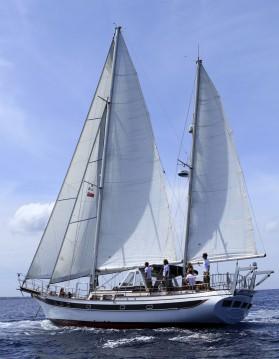 Ein modern Sailing Ketch CT56 mieten in Santa Eulària des Riu