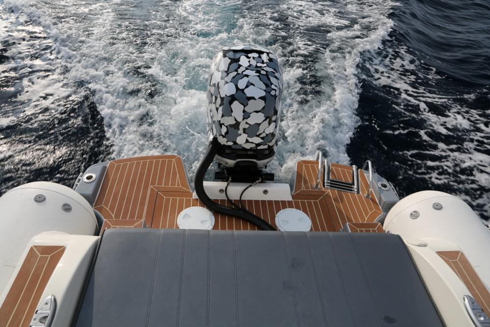 Wimbi Boats W9 zwischen Privatpersonen und professionellem Anbieter Port Grimaud