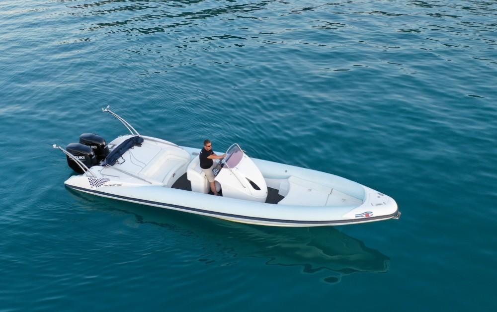 Schlauchboot mieten in Nydri zum besten Preis