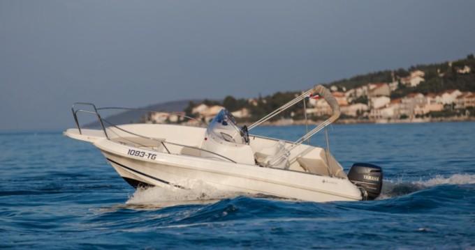 Jeanneau Cap Camarat 555 zwischen Privatpersonen und professionellem Anbieter Trogir
