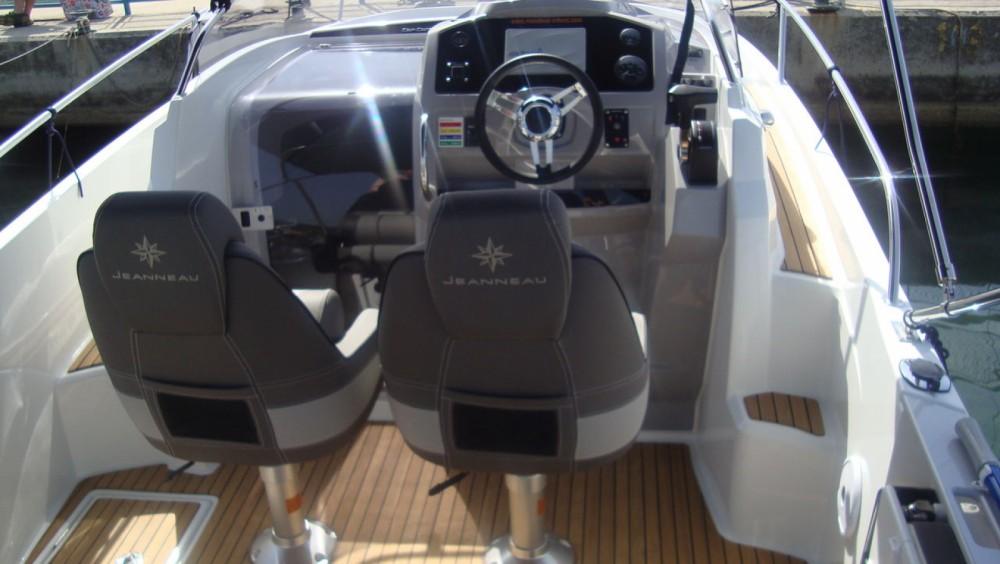 Motorboot mit oder ohne Skipper Jeanneau mieten in Tribunj