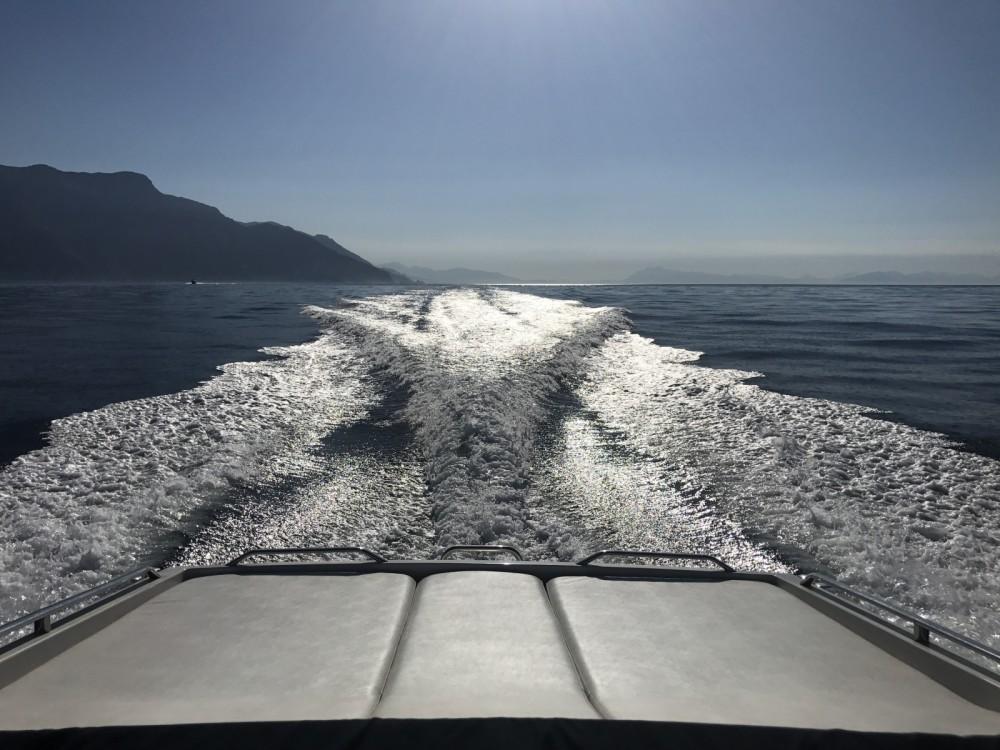 Motorboot mit oder ohne Skipper C&B mieten in Salerno
