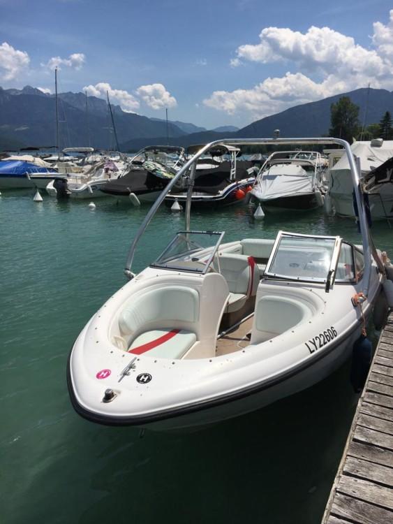 Motorboot mit oder ohne Skipper Chaparral mieten in Sevrier