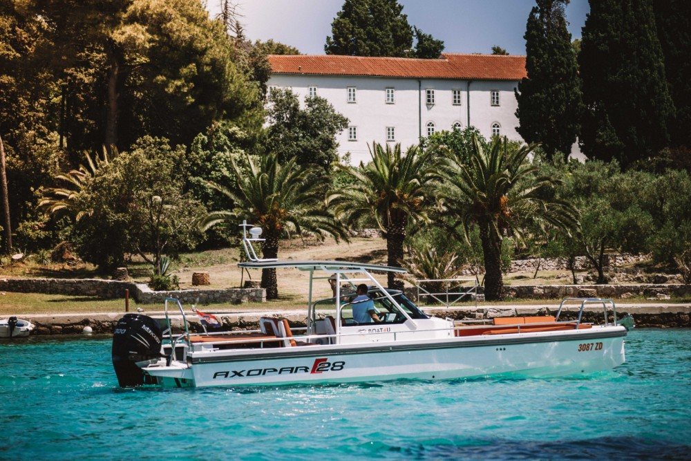 Axopar 28 T-Top zwischen Privatpersonen und professionellem Anbieter Zadar