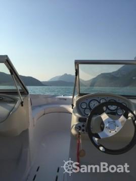 Motorboot mit oder ohne Skipper Glastron mieten in Annecy