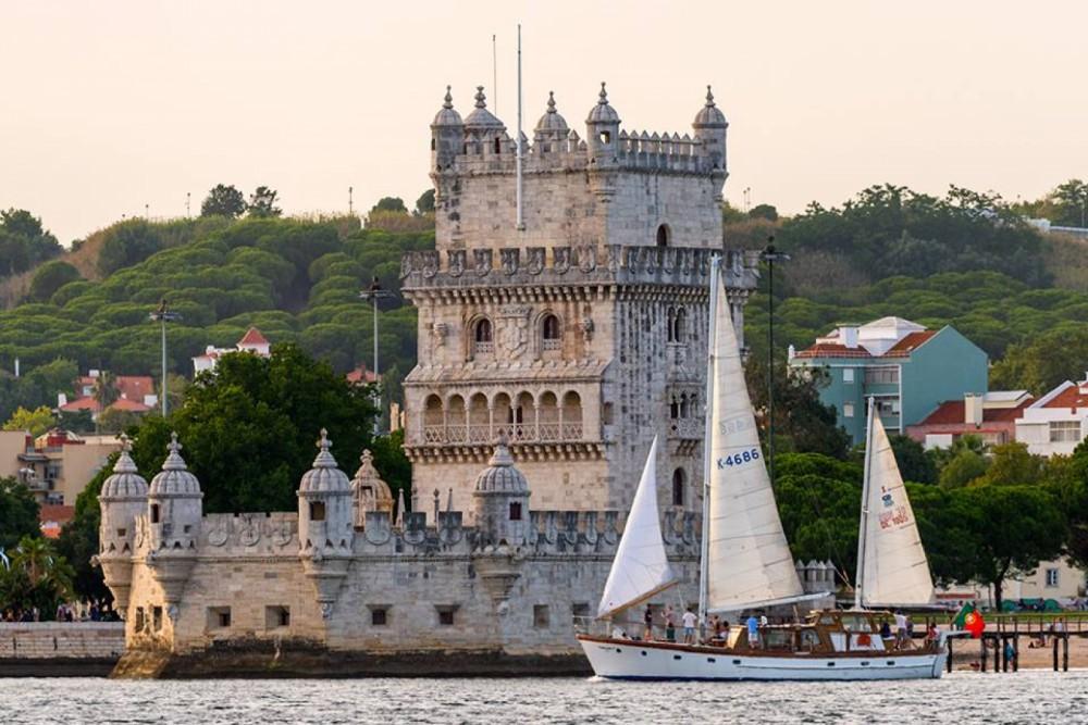 G. L. Watson 55'' classic wooden yacht zwischen Privatpersonen und professionellem Anbieter Lissabon