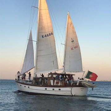 Bootsverleih Lisbon günstig 55'' classic wooden yacht
