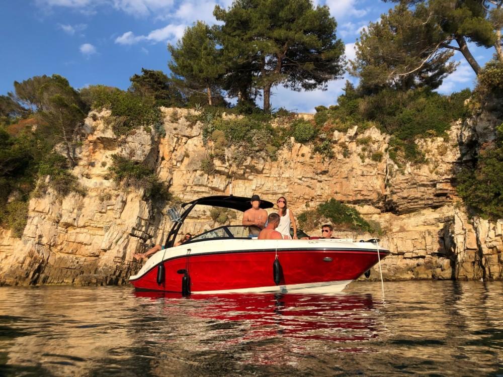 Motorboot mit oder ohne Skipper Sea Ray mieten in