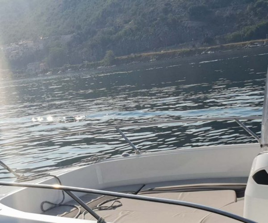 Ein Jeanneau Cap Camarat 6.5 CC mieten in Dubrovnik