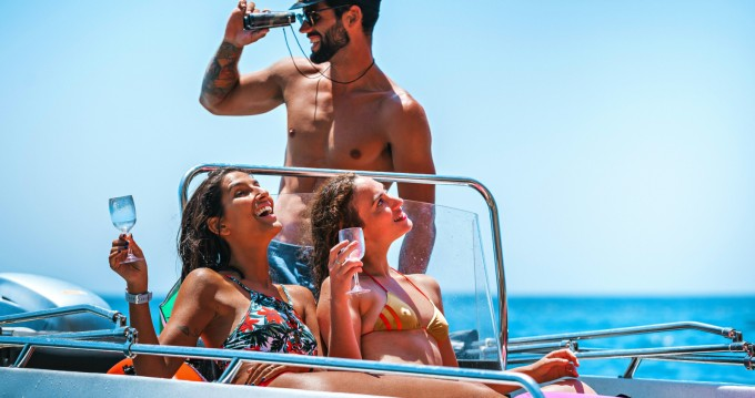 Pioner Maxi Viking zwischen Privatpersonen und professionellem Anbieter Lisbon