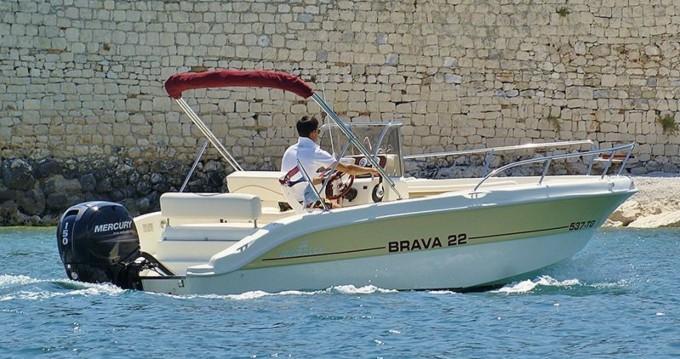 Ein Mingolla Brava 22 mieten in Trogir