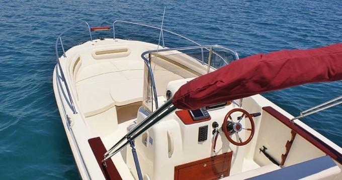 Mingolla Brava 22 zwischen Privatpersonen und professionellem Anbieter Trogir