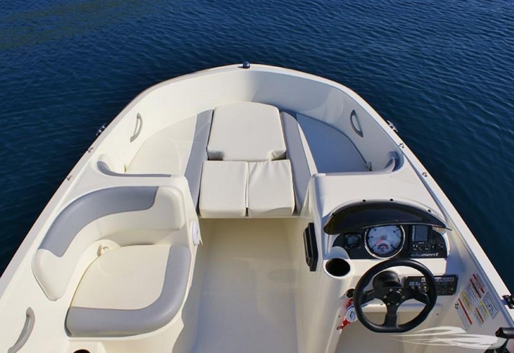 Motorboot mit oder ohne Skipper Bayliner mieten in Trau