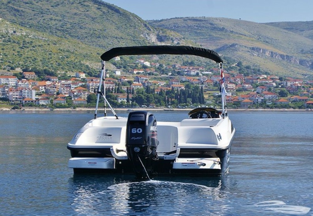 Yacht-Charter in Trau - Bayliner Element auf SamBoat