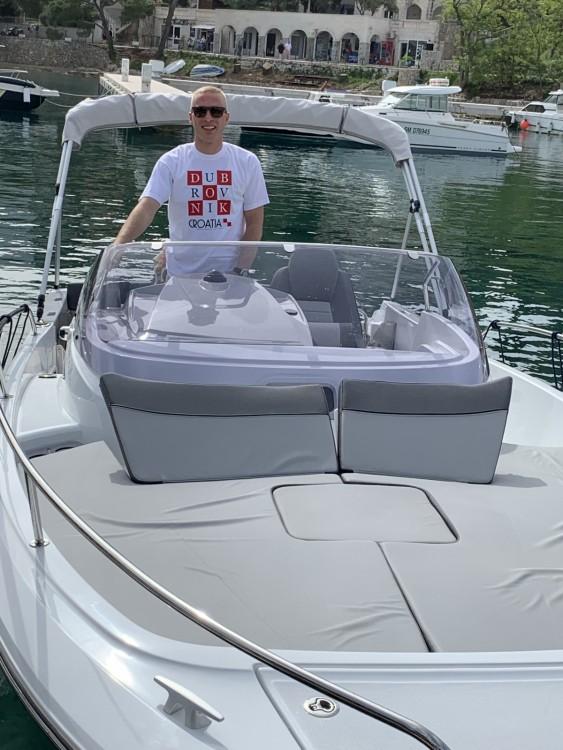 Jeanneau Cap Camarat 755 WA zwischen Privatpersonen und professionellem Anbieter Ragusa Vecchia